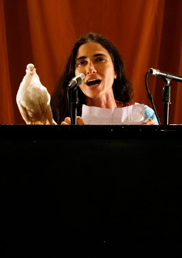 Tania Brugera, El susurro de Tatlin #6 Yoanni Sanchez
